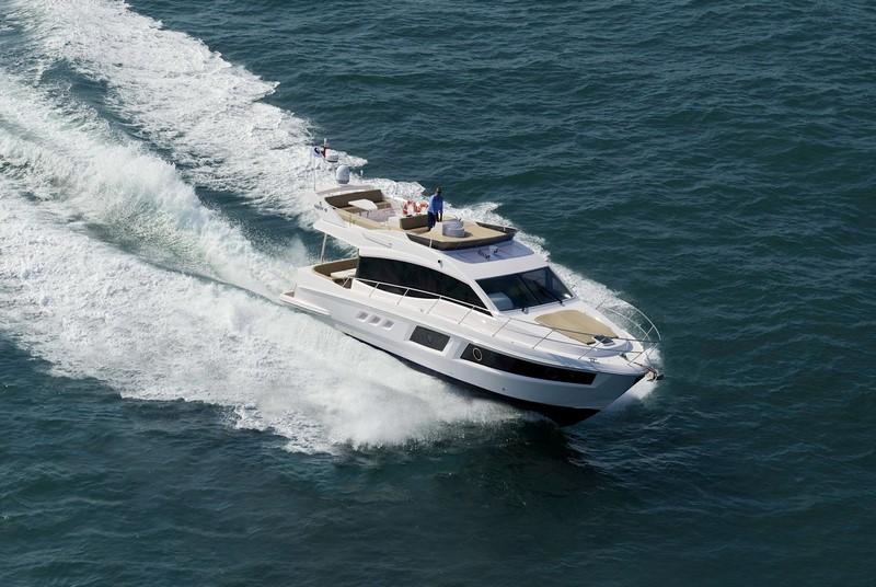 Rent Yacht - Majesty 48